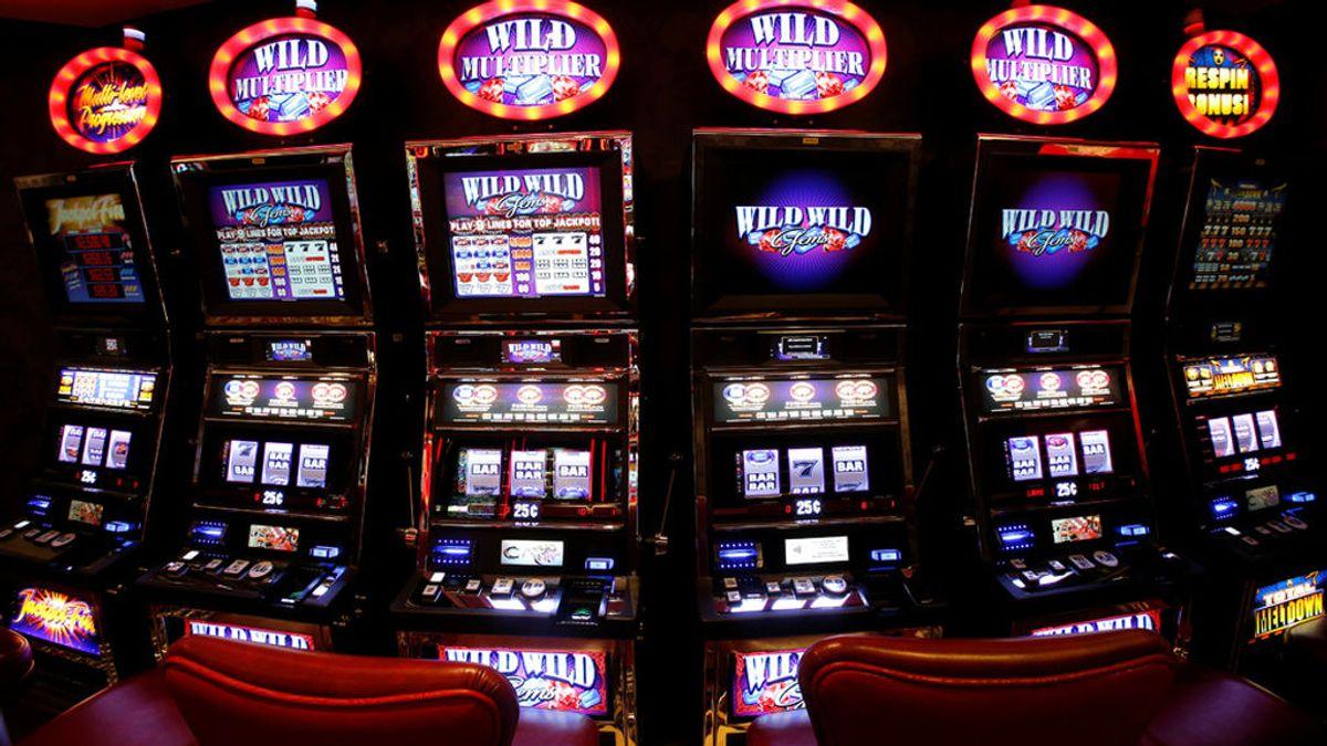Gana 11,8 millones de dólares tras apostar solo 3 en una máquina tragaperras de Las Vegas