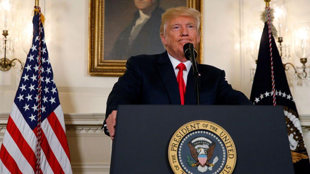 """Trump condena a supremacistas blancos y neonazis: """"El racismo es el mal"""""""