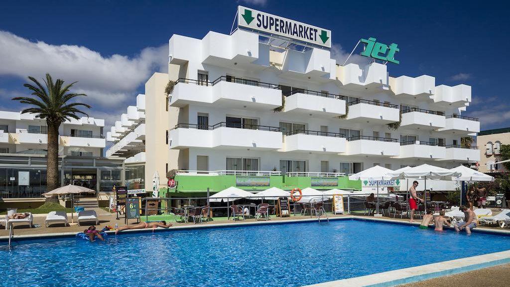 Un joven de 28 años fallece al caerse desde un tercer piso en Ibiza