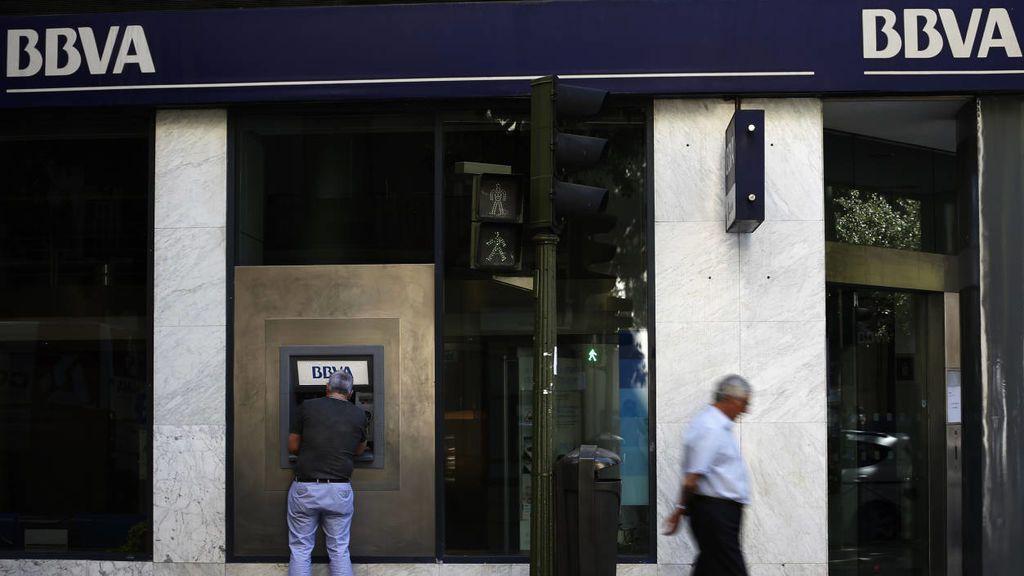 Facua denuncia a 11 bancos por utilizar teléfonos 901 y 902 para la atención al cliente