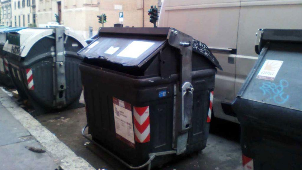 Hallan las piernas cortadas de una mujer en un contenedor de basura en Roma