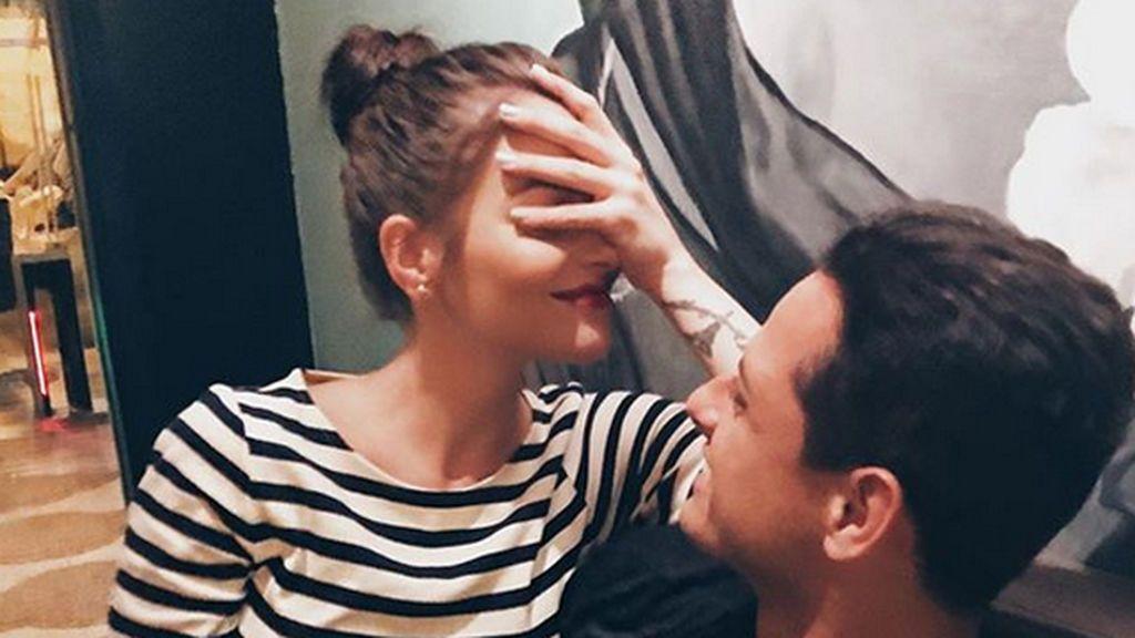 """""""Un hombre sexy"""" en la cama: Andrea Duro publica la foto más íntima de Chicharito"""