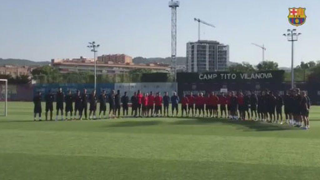 El Barça dedica un emotivo minuto de silencio en honor a las víctimas del atentado de Las Ramblas