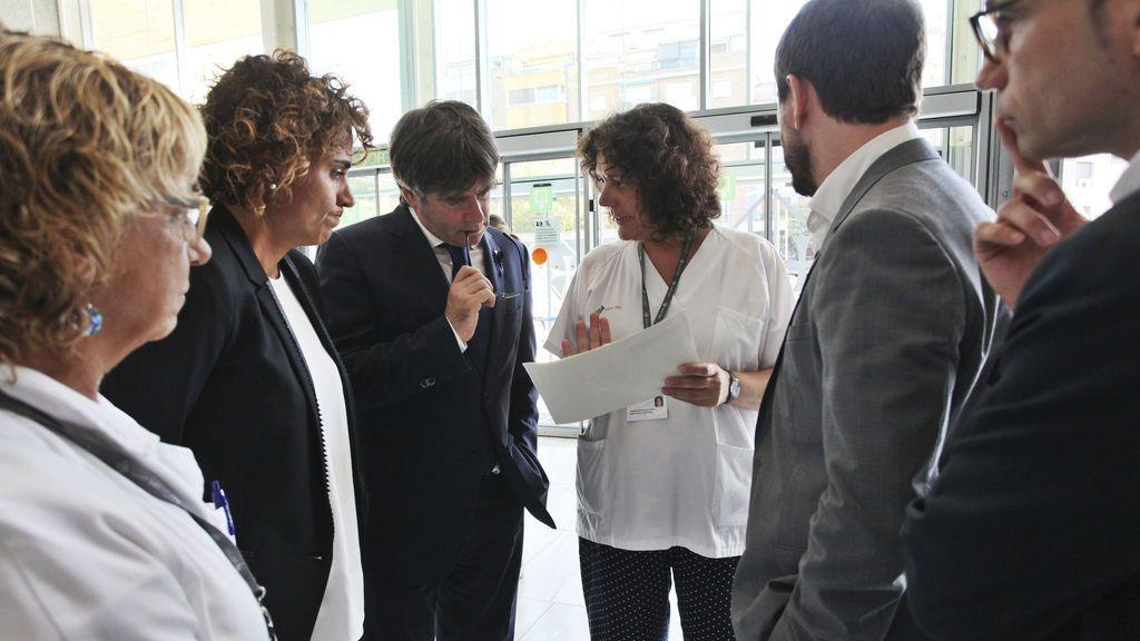 La ministra de Sanidad y Puigdemont visitan heridos en el Hospital de Sant Pau y el del Mar