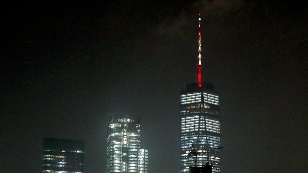 La torre One World Trade Center se ilumina con los colores de la bandera española