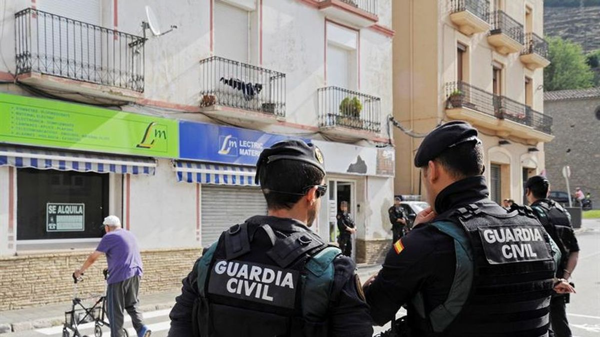 Los Mossos registran un domicilio en el centro de Ripoll (Girona)