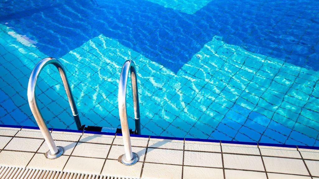 Fallece un ni o de tres a os ahogado en una piscina en el for Piscina turbia