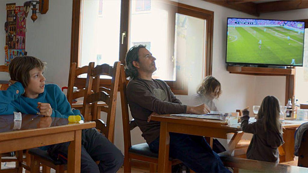 Con el Athletic hasta el fin del mundo: Andoni y Unai hacen una parada para ver un partido de su equipo