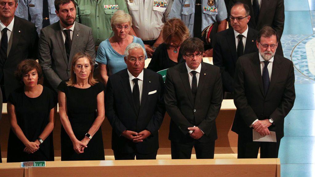 Rajoy y Puigdemont en el funeral de estado