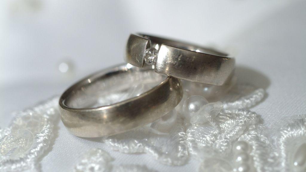 Anula su boda y pide a su prometida que le devuelva 15.000 euros