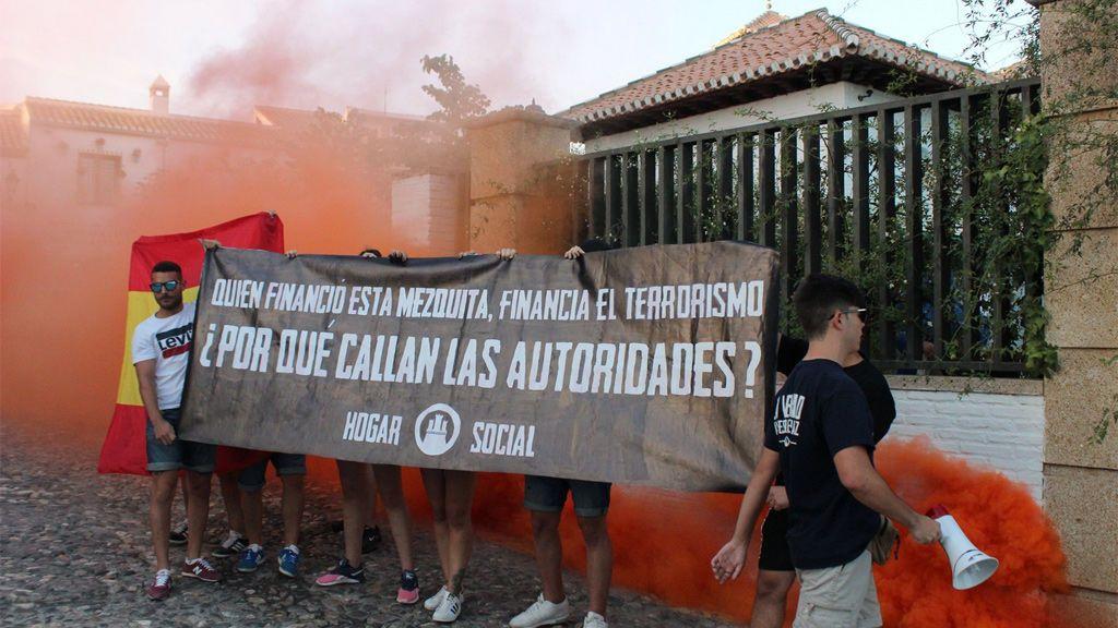 Un grupo de neonazis ataca con bengalas la mezquita del Albaicín en Granada