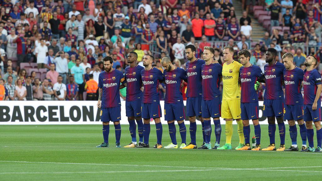 """El Camp Nou grita por las víctimas del atentado: """"¡No tenemos miedo!"""""""