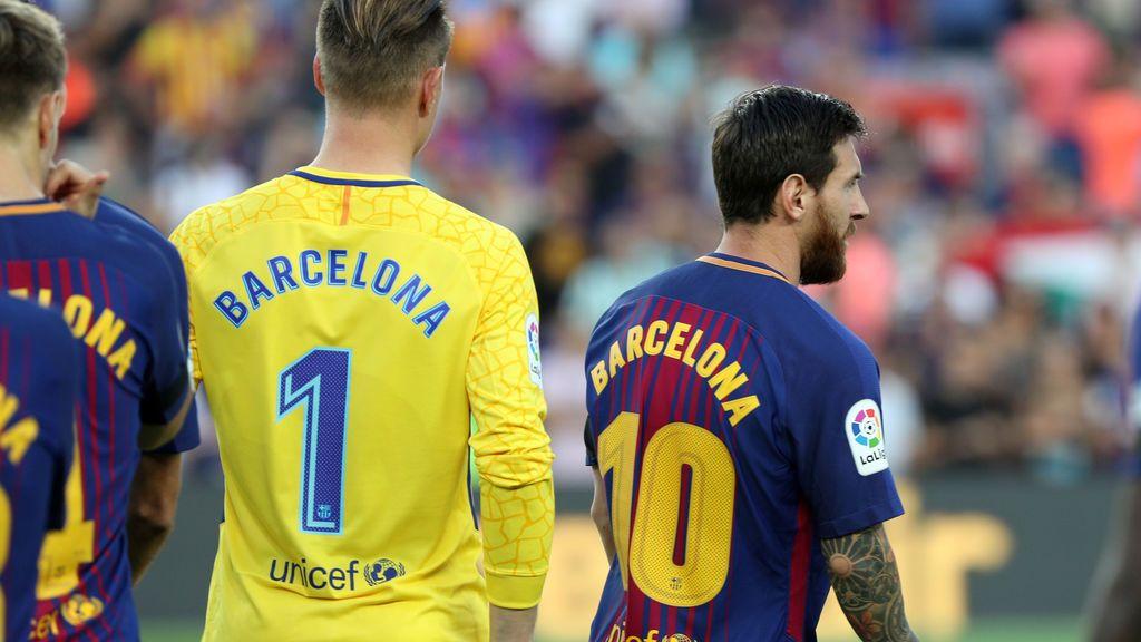 El precioso gesto del Barça para recordar a las víctimas: Barcelona en sus espaldas