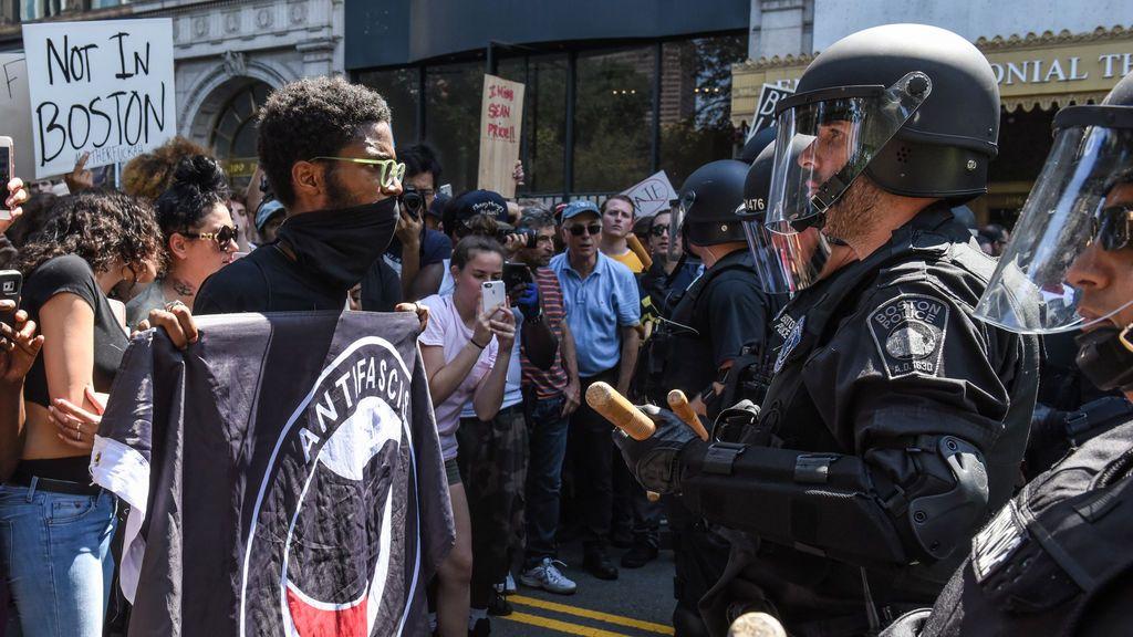 27 detenidos tras la masiva concentración contra una marcha de extrema derecha