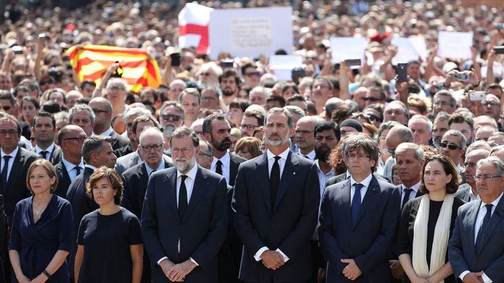 Los políticos condenan la actitud de la CUP de vincular manifestación antiterrorista en Barcelona con el rey