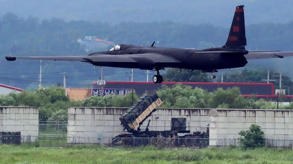 Un avión de las fuerzas armadas de américa realiza maniobras en Corea del Sur