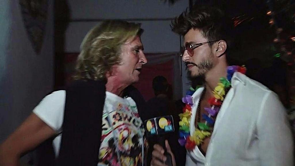Marco Ferri se encuentra a Pocholo en la fiesta más hippie de Ibiza