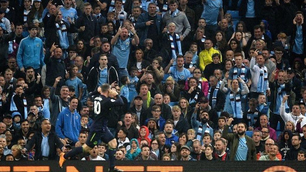 Cuatro años más tarde, los goles de Rooney desquician a los mismos aficionados