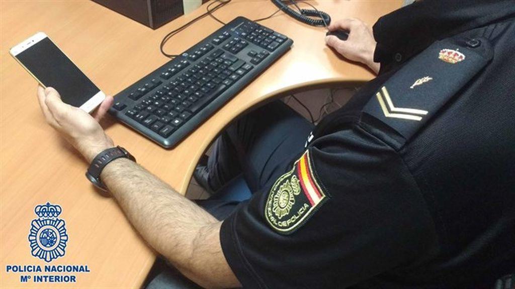 Detenido en Almería por grabar con su móvil bajo la falda de una clienta