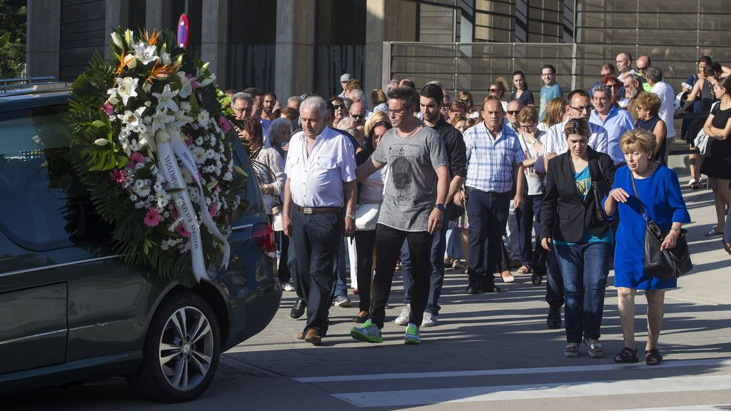 Familiares y amigos de Ana María Suárez, víctima del atentado de Cambrils, la despiden en la intimidad
