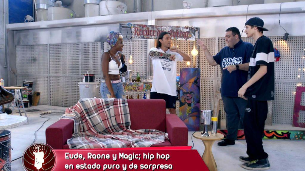 Carla sorprende a María con una actuación de hip hop y la deja kao