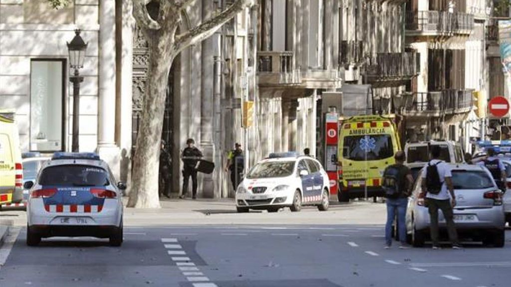 Barcelona instalará obstáculos y estudiará peatonalizar vías concurridas