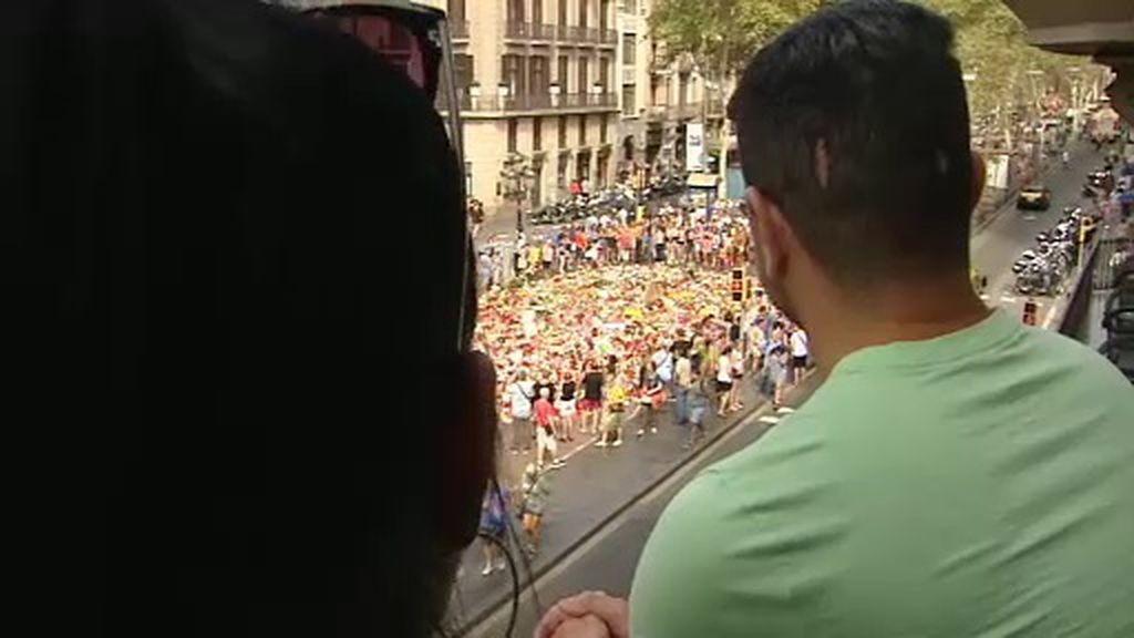 """""""La vida continúa tras los atentados"""": los turistas no dejan de llenar las calles de Barcelona"""