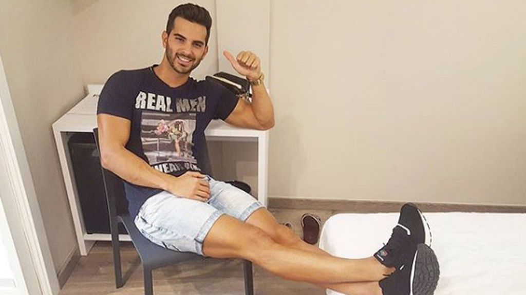 Suso celebra las buenas noticias de fiesta en Benidorm con Belén, Andreíta y Miguel