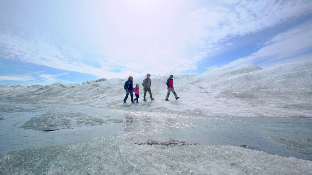 Im-pre-sio-nan-te: Unai y su familia pasean por el casquete polar ártico
