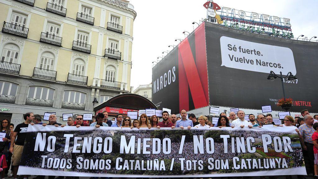 Una concentración en la Puerta del Sol apoya a la gran manifestación de Barcelona