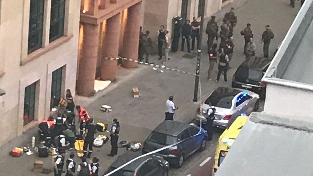 Un arma falsa y dos copias del Corán, entre las pertenencias del asaltante de Bélgica