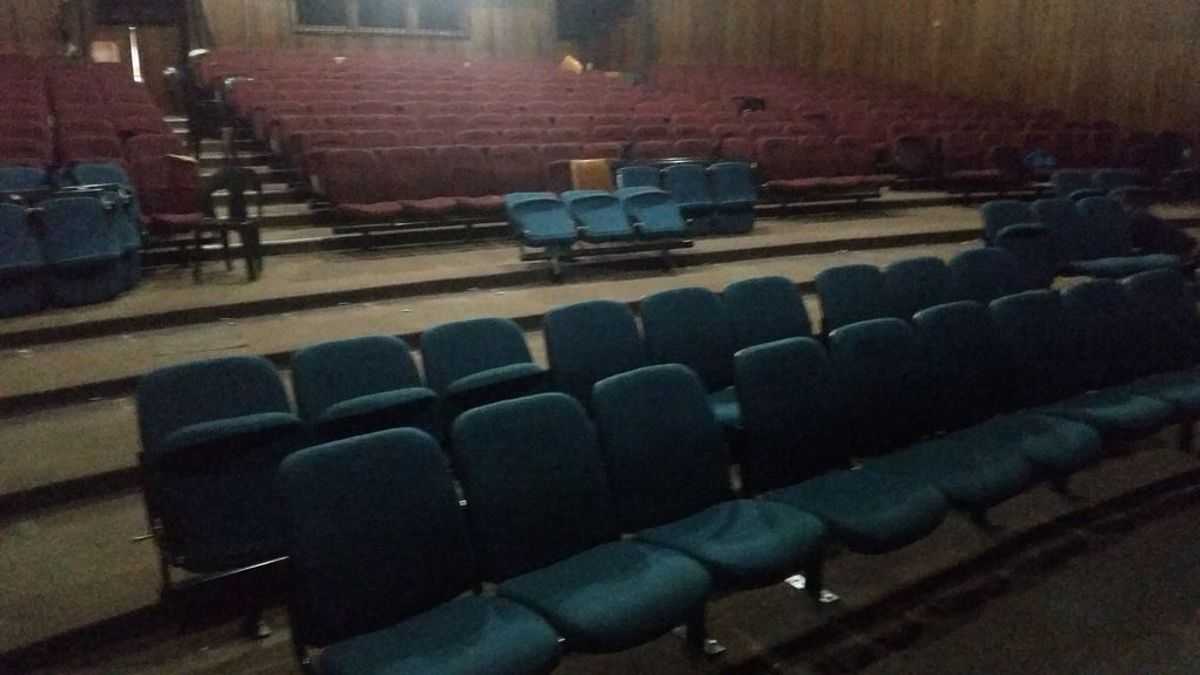 Un muerto y 7 heridos graves tras un tiroteo en un teatro de Sudáfrica