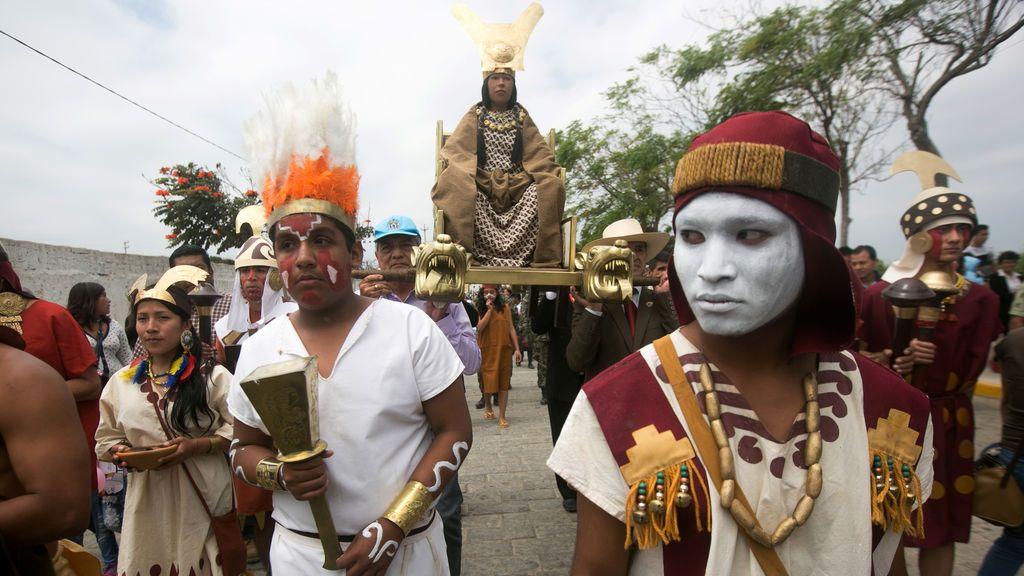 Peruanos rinden homenaje a la 'Señora del Cao' en la ciudad arqueológica Hueaca El Brujo
