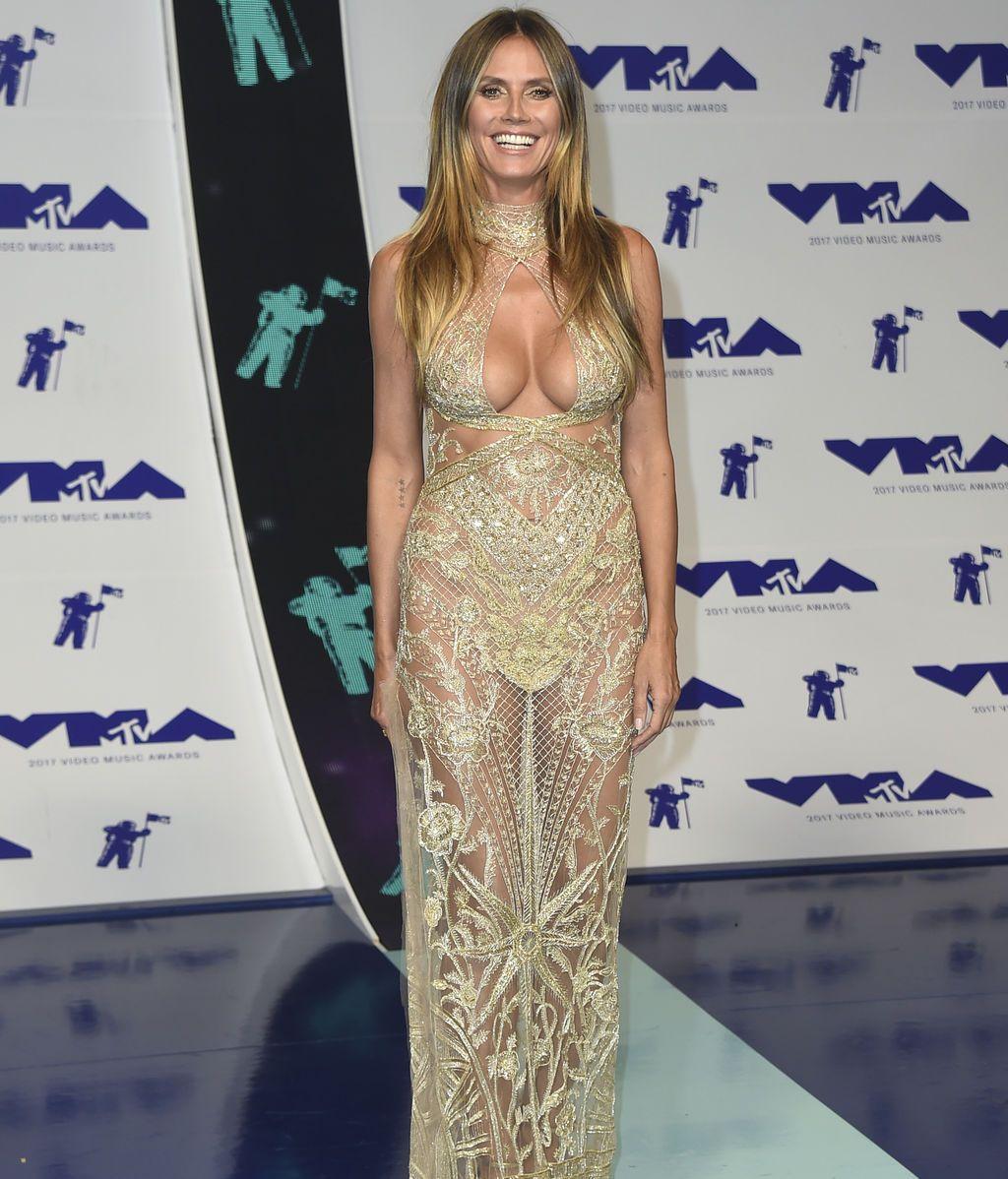 Heidi Klum eligió un vestido con transparencias firmado por Dundas