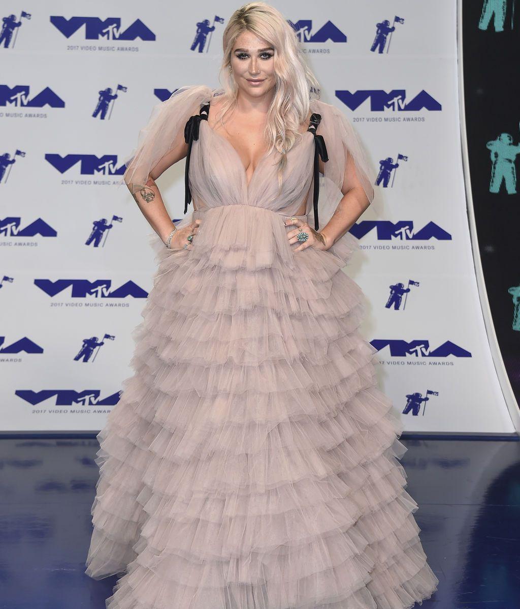 Kesha eligió un diseño de Monsoori con volantes y tul