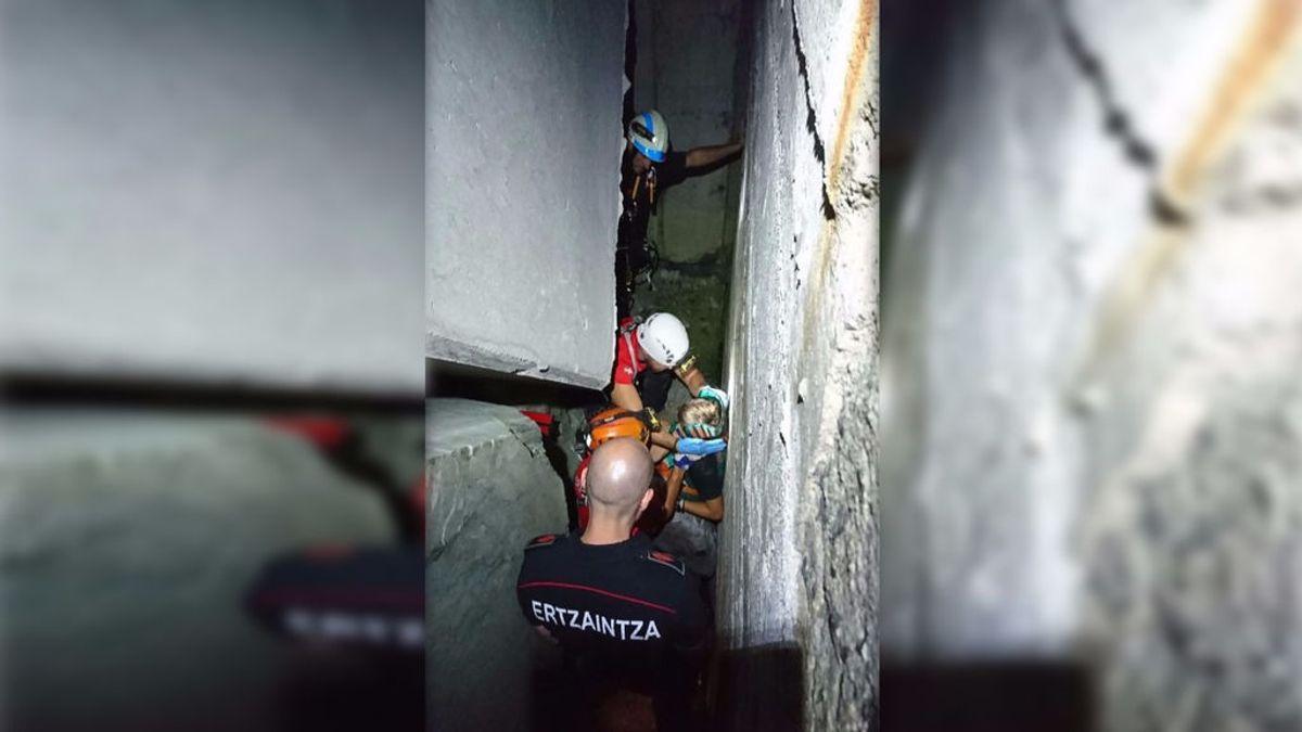 Rescatan un niño de once años que cayó entre bloques de hormigón en Vizcaya