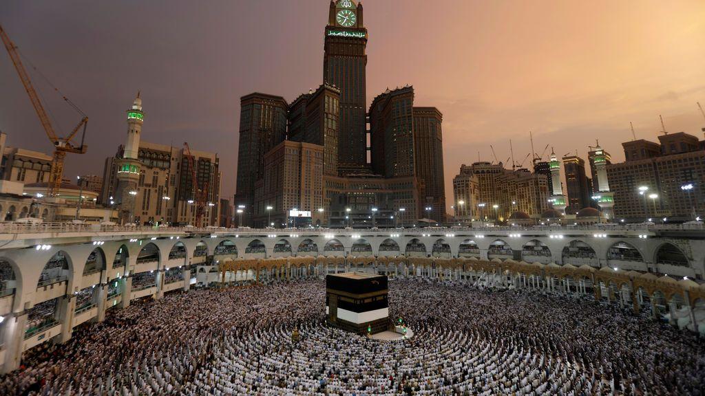 Musulmanes rezan en la Meca, Arabia Saudí