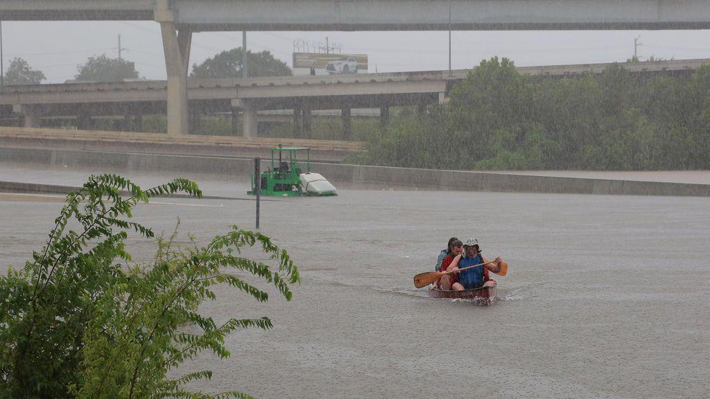 Las evacuaciones también son en kayak
