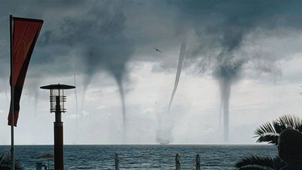 Entre 3 tornados: así aterrizó un avión en la ciudad de Sochi
