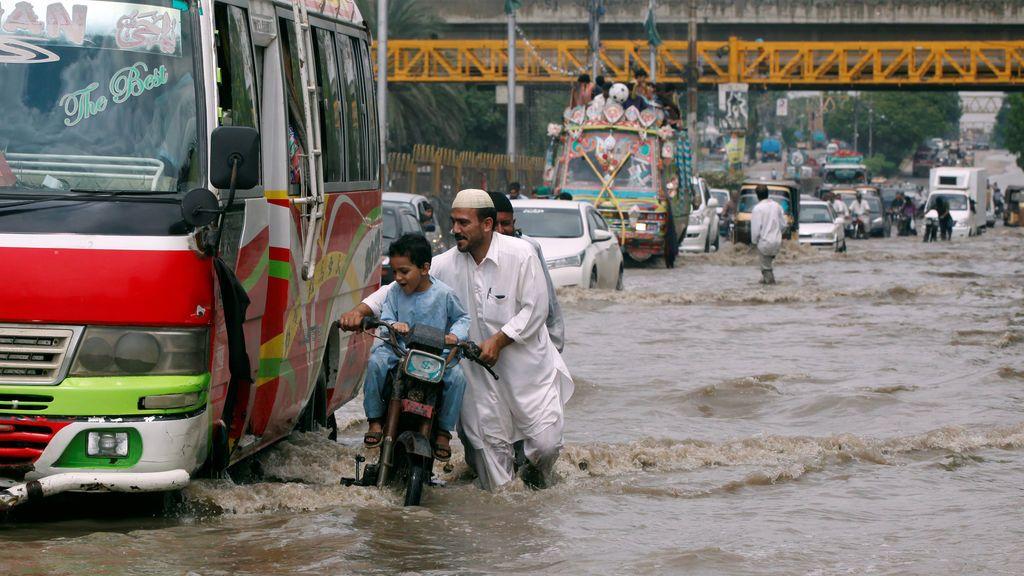 Mueren doce personas a causa de las lluvias registradas en Karachi por el monzón