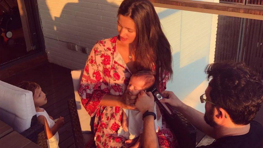 Mariete, el hijo de Malena Costa, se estrena en la 'pelu' con poco más de un mes