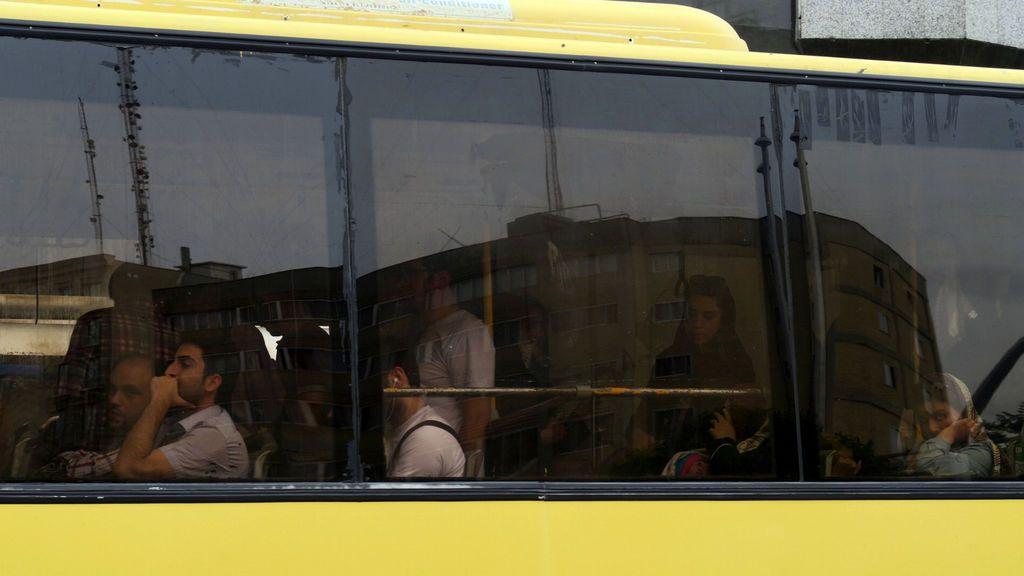 Mueren doce niñas y 33 resultan heridas tras volcar un autobús escolar en el sur de Irán