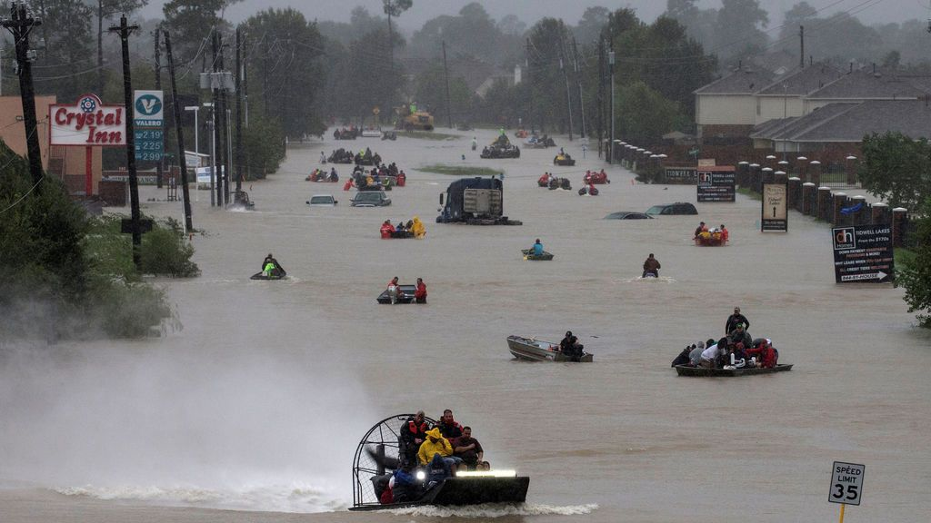 Los equipos de rescate centran sus esfuerzos en la búsqueda de supervivientes tras el paso de Harvey