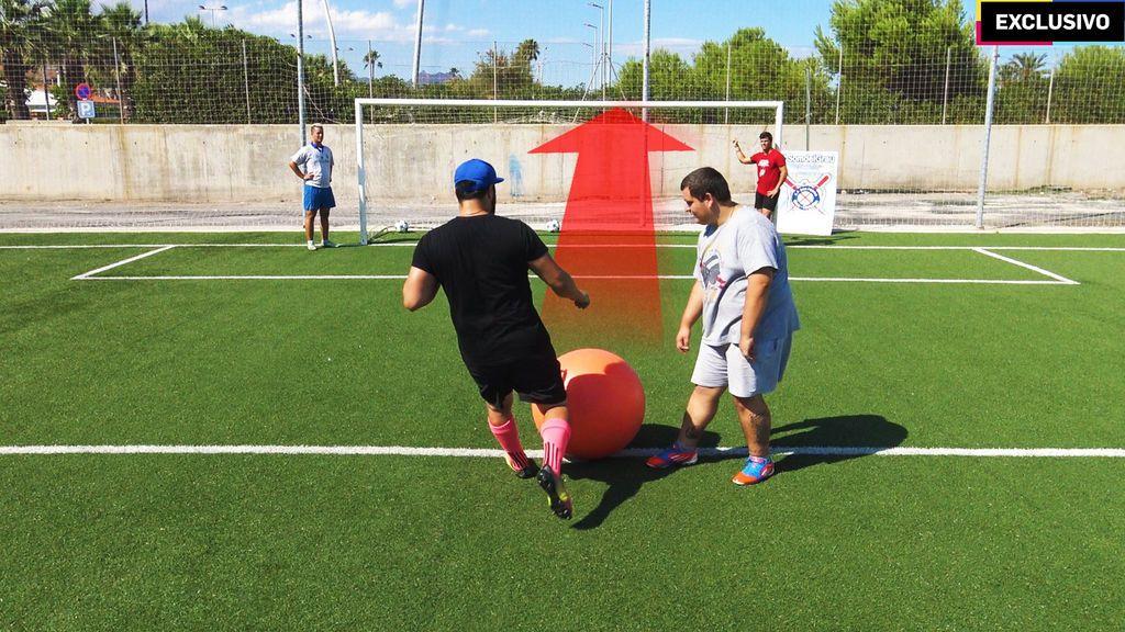 Crossbar challenge con balón gigante