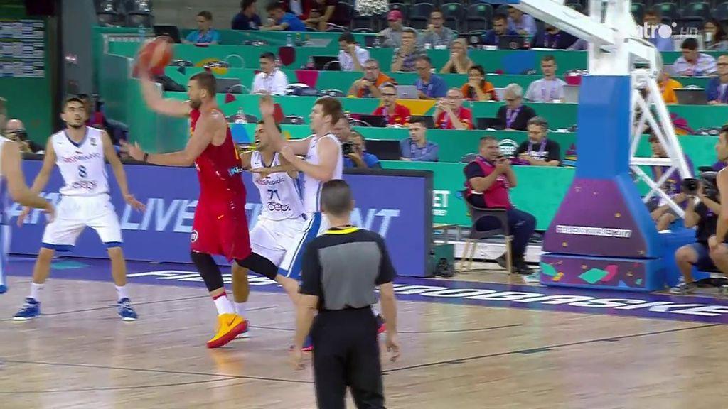 ¡Genio! Marc Gasol da la asistencia del Eurobasket: a una mano y de espaldas 😎