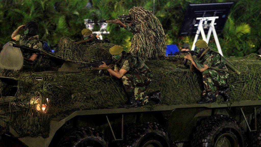 Soldados forman parte de un desfile militar para conmemorar el 38º aniversario de la fundación del ejército de Nicaragua