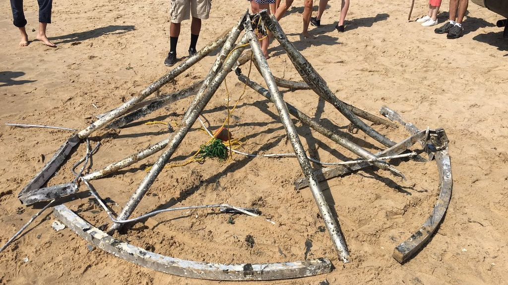 Desentierran un objeto misterioso en la playa de Rhode Island
