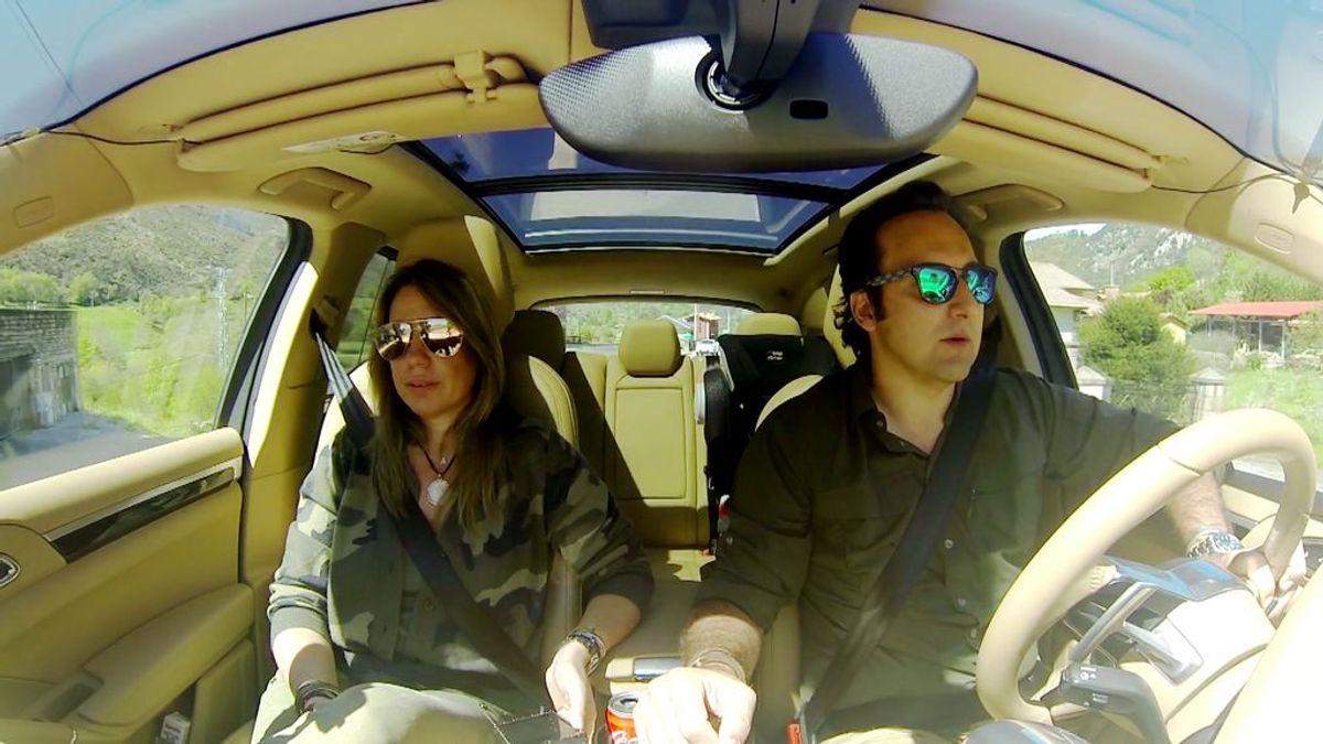 'Dos en la carretera': Nos vamos con Iker y Carmen en su coche, en busca del misterio