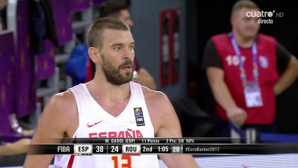 ¡Imparable! Marc Gasol anota a tabla con dos defensores encima
