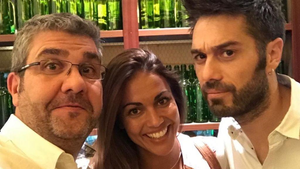 Dani y Flo reciben a Lara Álvarez entre caricaturas y 'peloteo' ¡lejos de los bikinis!